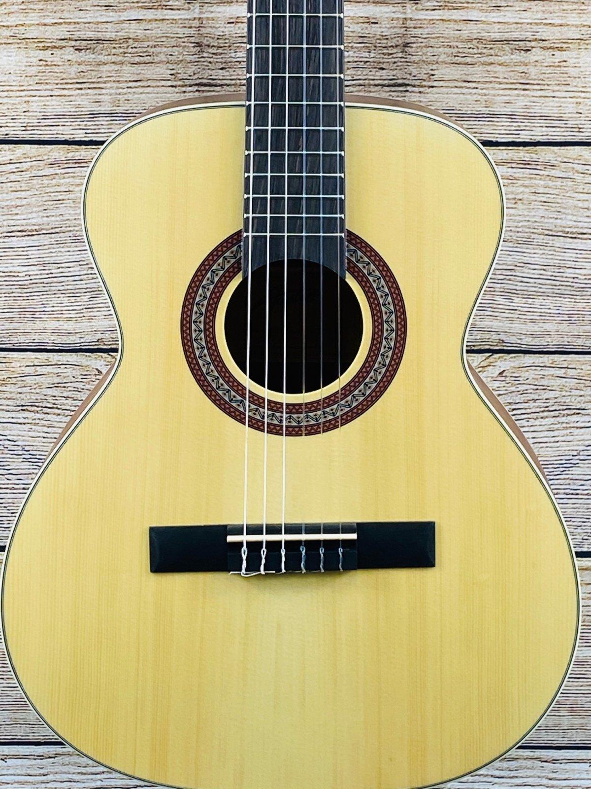 Austin AC334N 3/4 Size Classical Guitar
