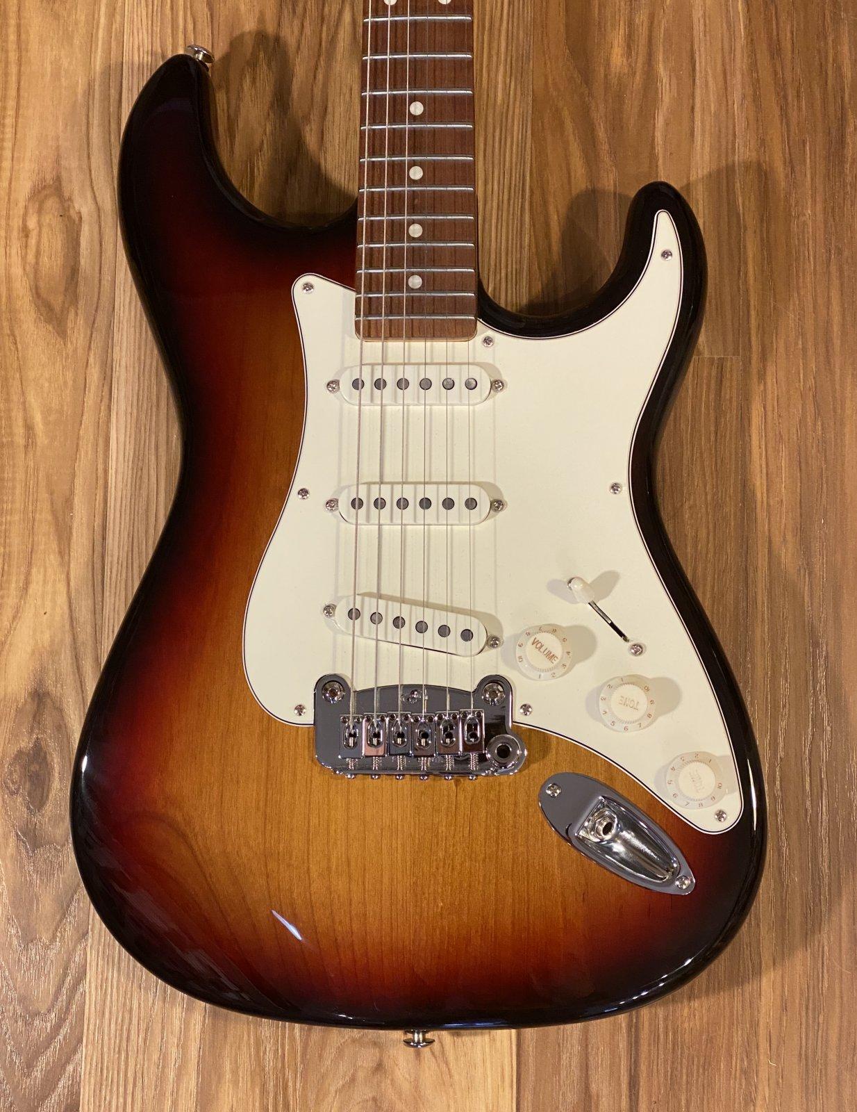 G&L Fullerton Deluxe Legacy Electric Guitar 3-Tone Sunburst