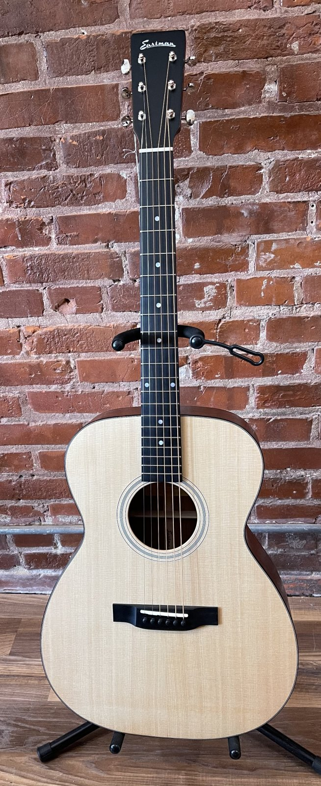 Eastman E1OML Lefty Acoustic Guitar
