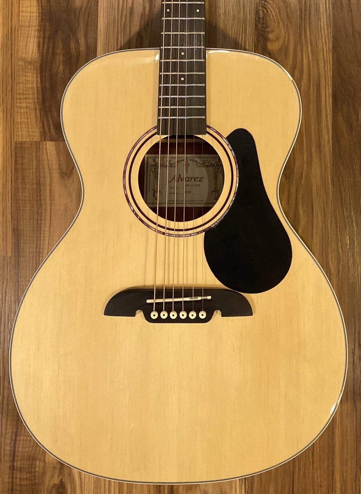 Alvarez RF26 Regent OM/Folk Acoustic Guitar w/Gig bag