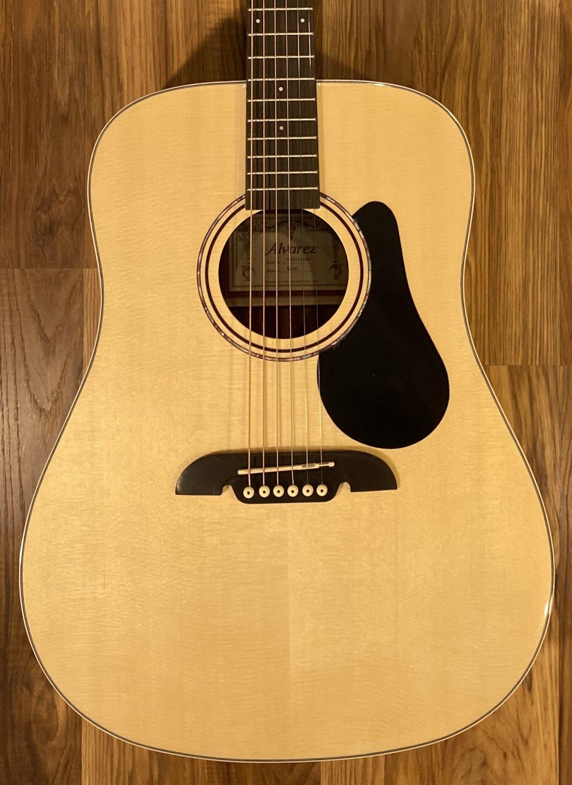 Alvarez RD26 Regent Dreadnaught Acoustic Guitar w/Gigbag