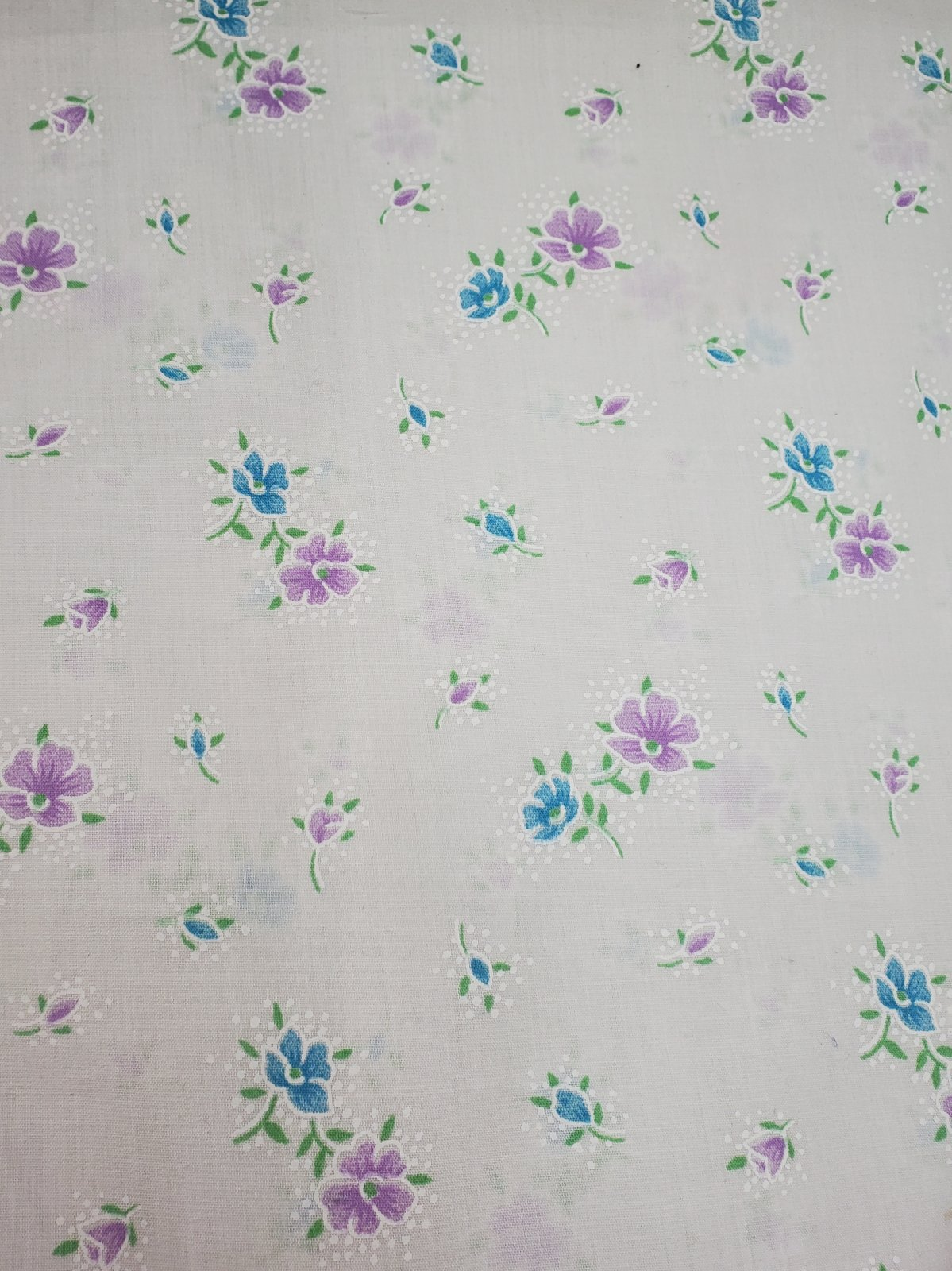 White With Purple And Blue Flowers 115cm 65%Polyester/35%Cotton