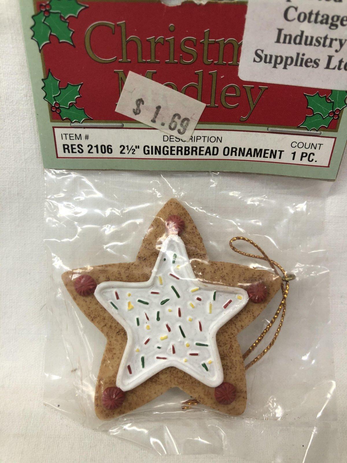Christmas Medley Star Gingerbread Ornament 717656130592