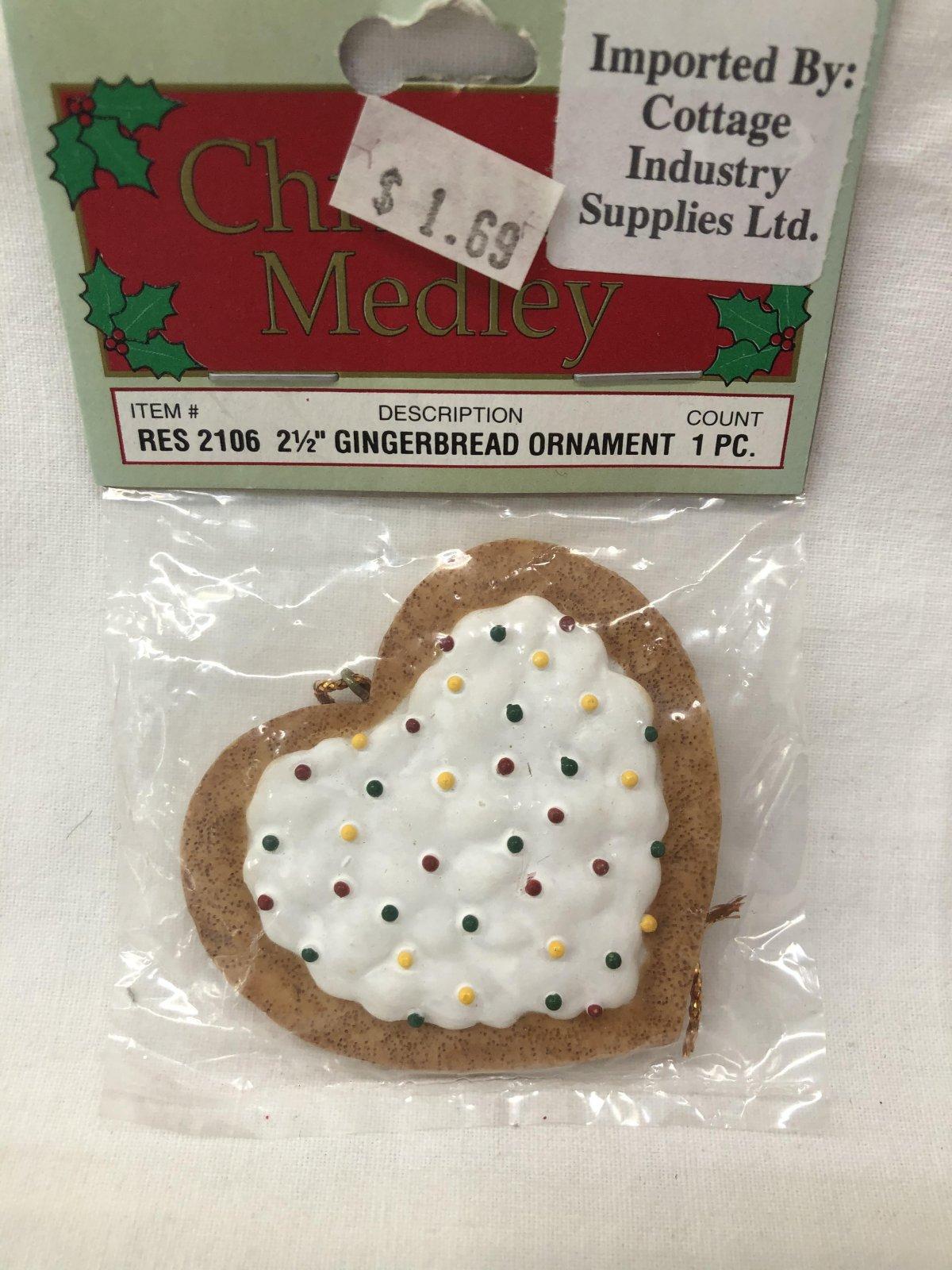 Christmas Medley Heart Gingerbread Ornament 717656130592