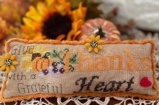 Grateful Heart pillow chart - Mani di Donna