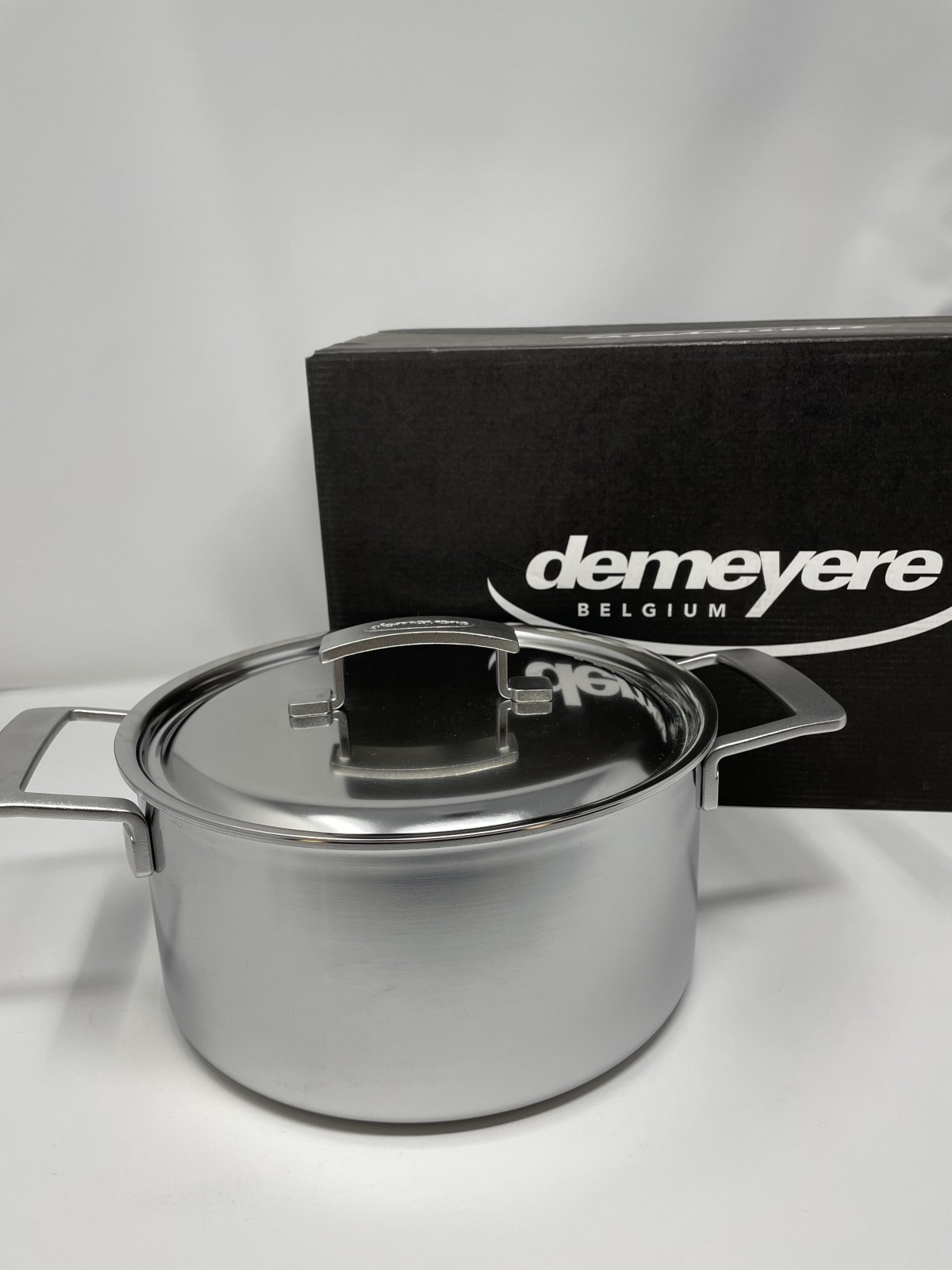 5.5 qt Dutch Oven-Demeyer Industry