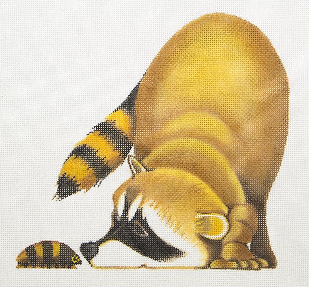 ZELR113 Raccoon Playing with Bug Zecca