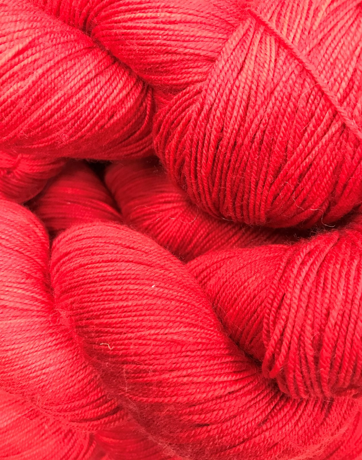 Bright Red 37, Lace Merino Superwash extra fine 430y, 6.5sts=1on 3US