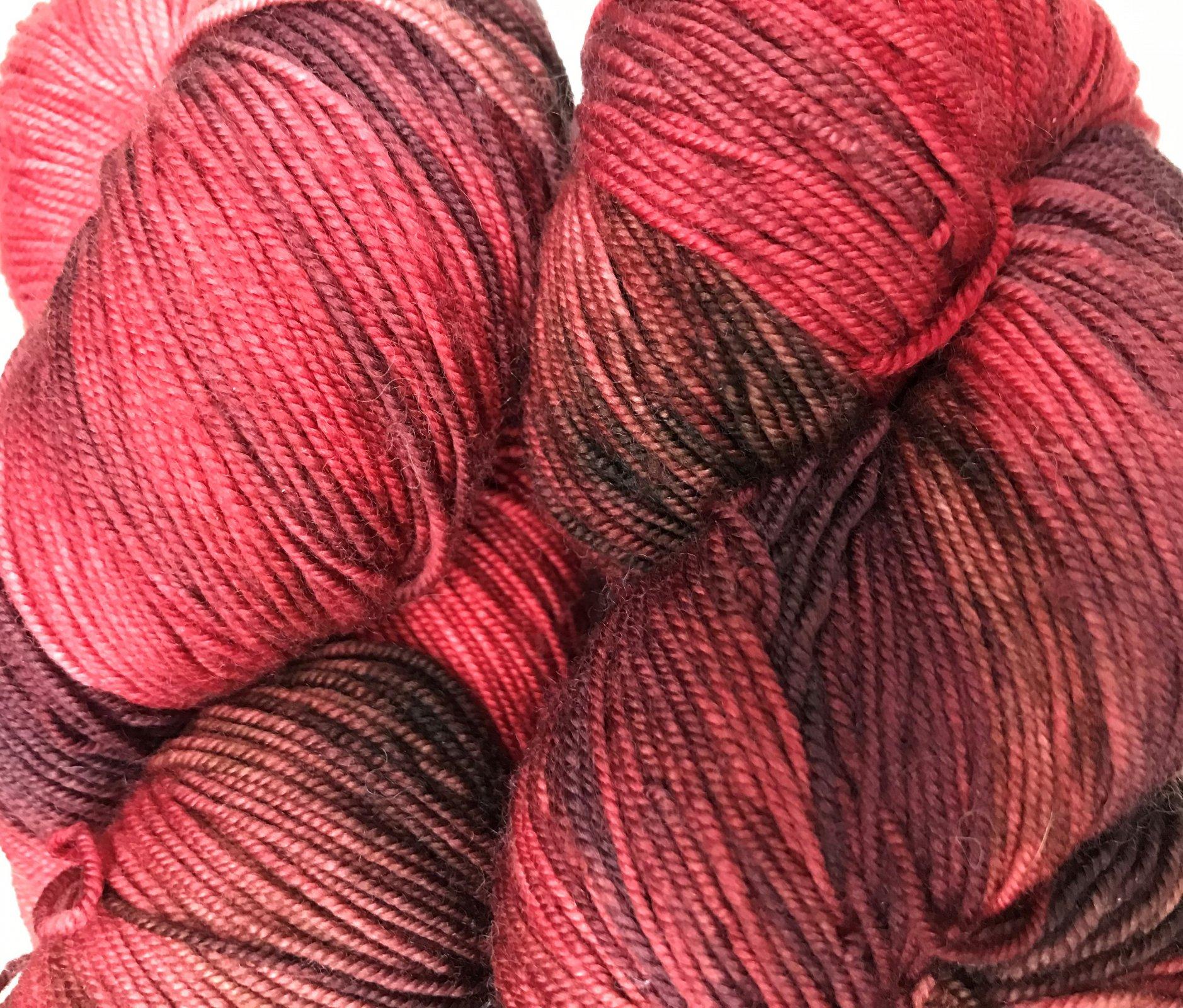 Reds/Black 209, Lace Merino Superwash extra fine 430y, 6.5sts=1on 3US