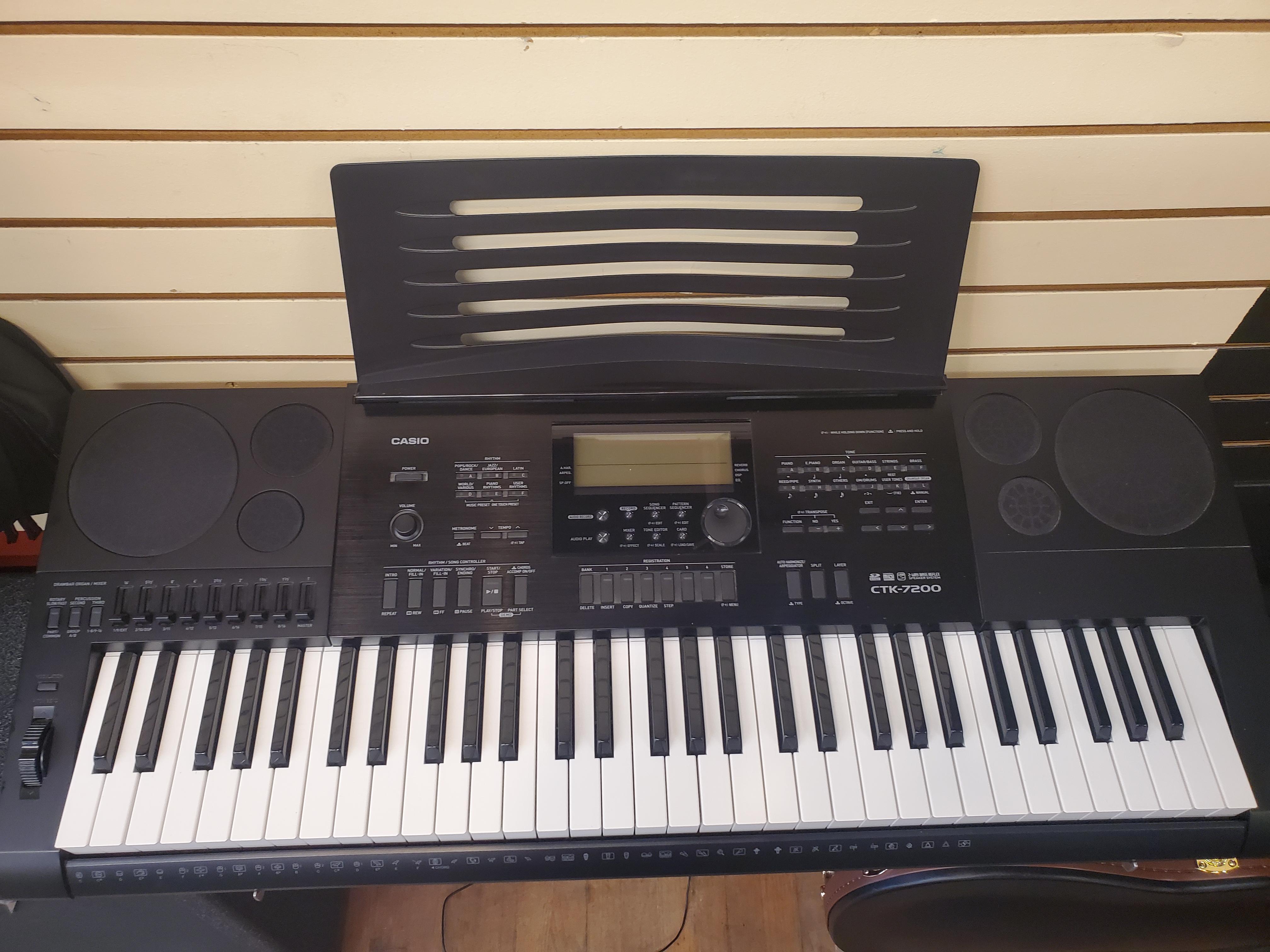 Used Casio CTK 7200 Keyboard