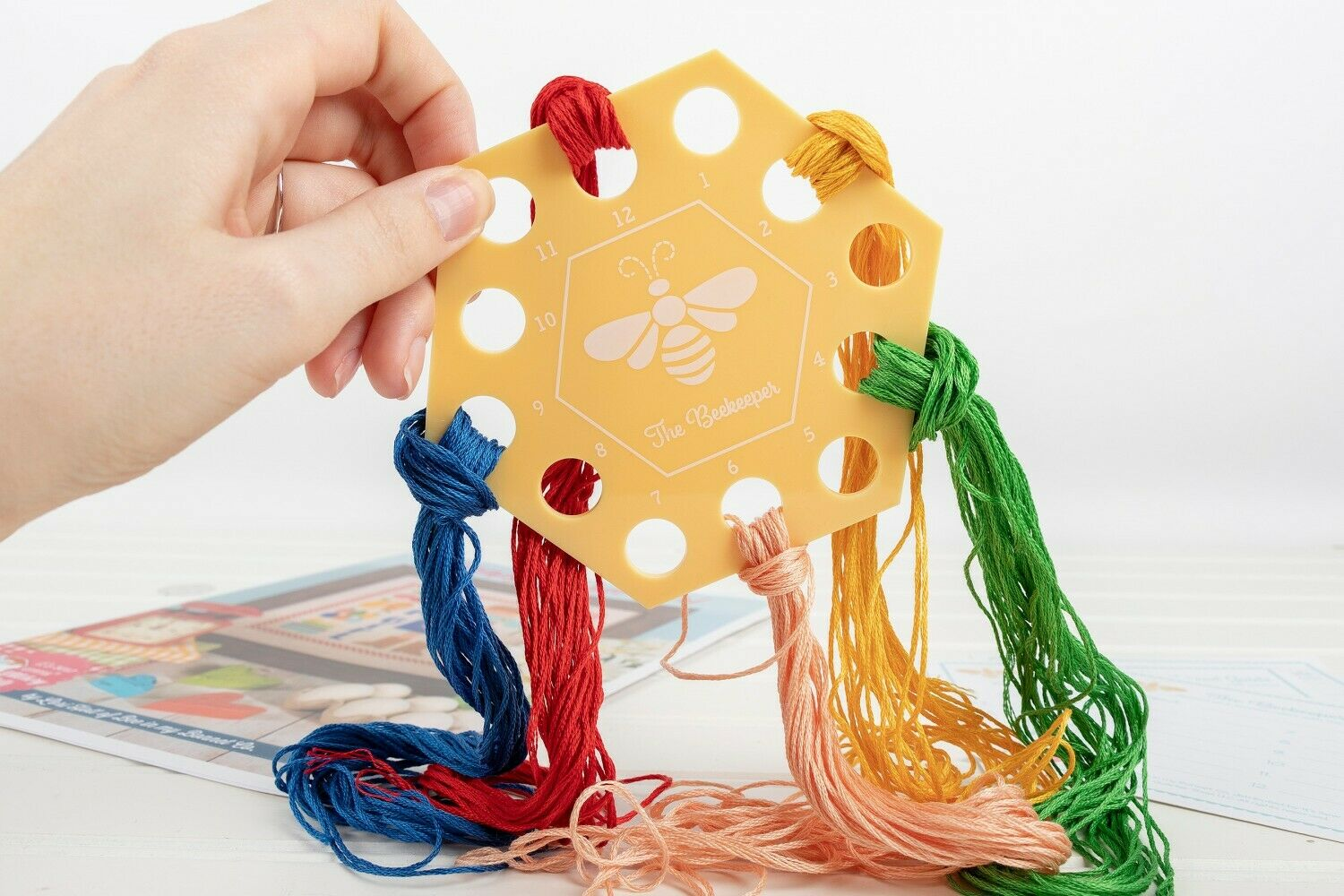 THREAD MINDER & THREAD GUIDE SET -THE BEEKEEPER BY LORI HOLT