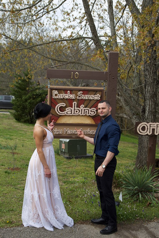 bride and groom next to eureka sunset cabins sign