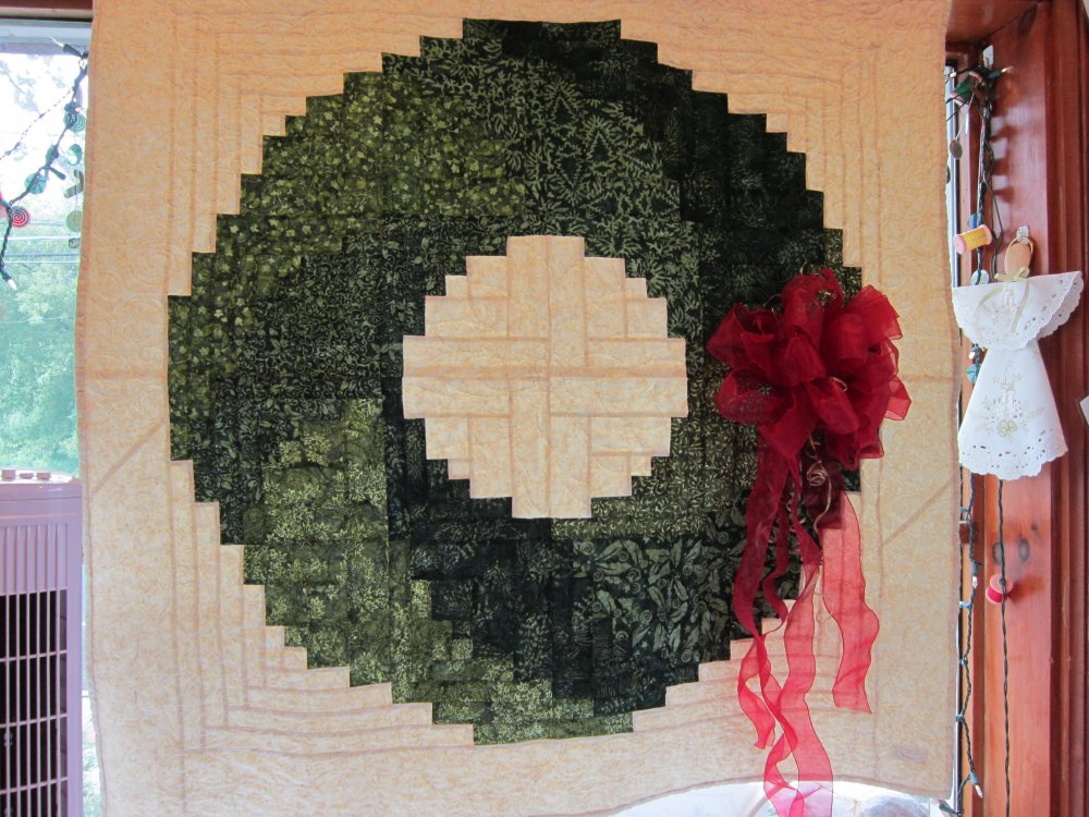 Log Cabin Christmas Quilt.Log Cabin Christmas Wreath Wallhanging