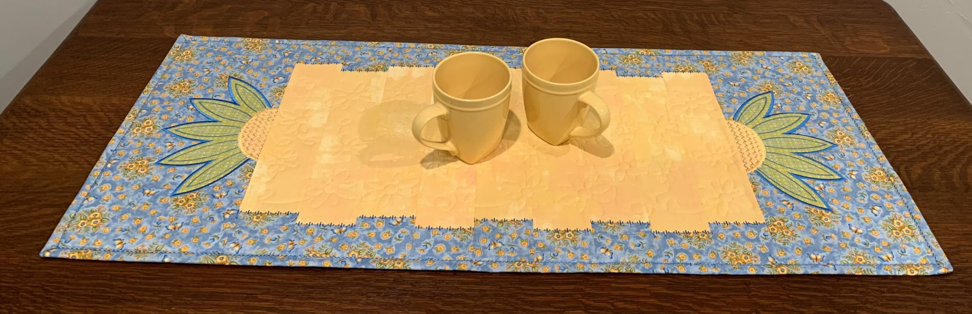 Janet's Perfect Tablerunner Blue Yellow