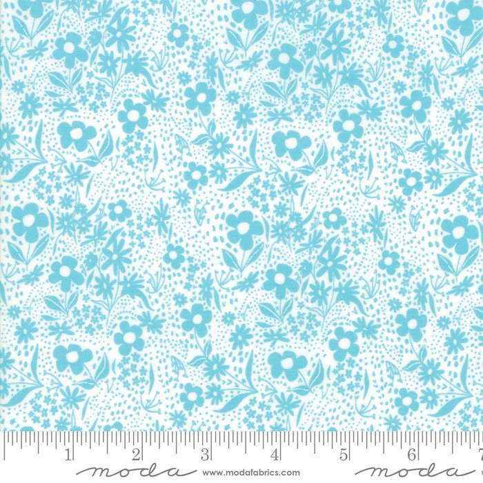 Moda - Gingiber - Farm Charm - Flowers - Pond Blue on White