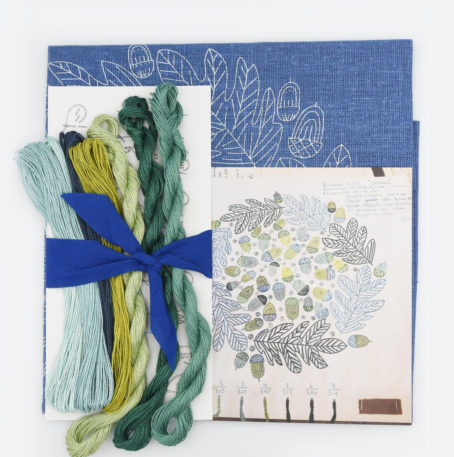 Linladan - Mid Blue Acorn - Nordiska print with linen threads
