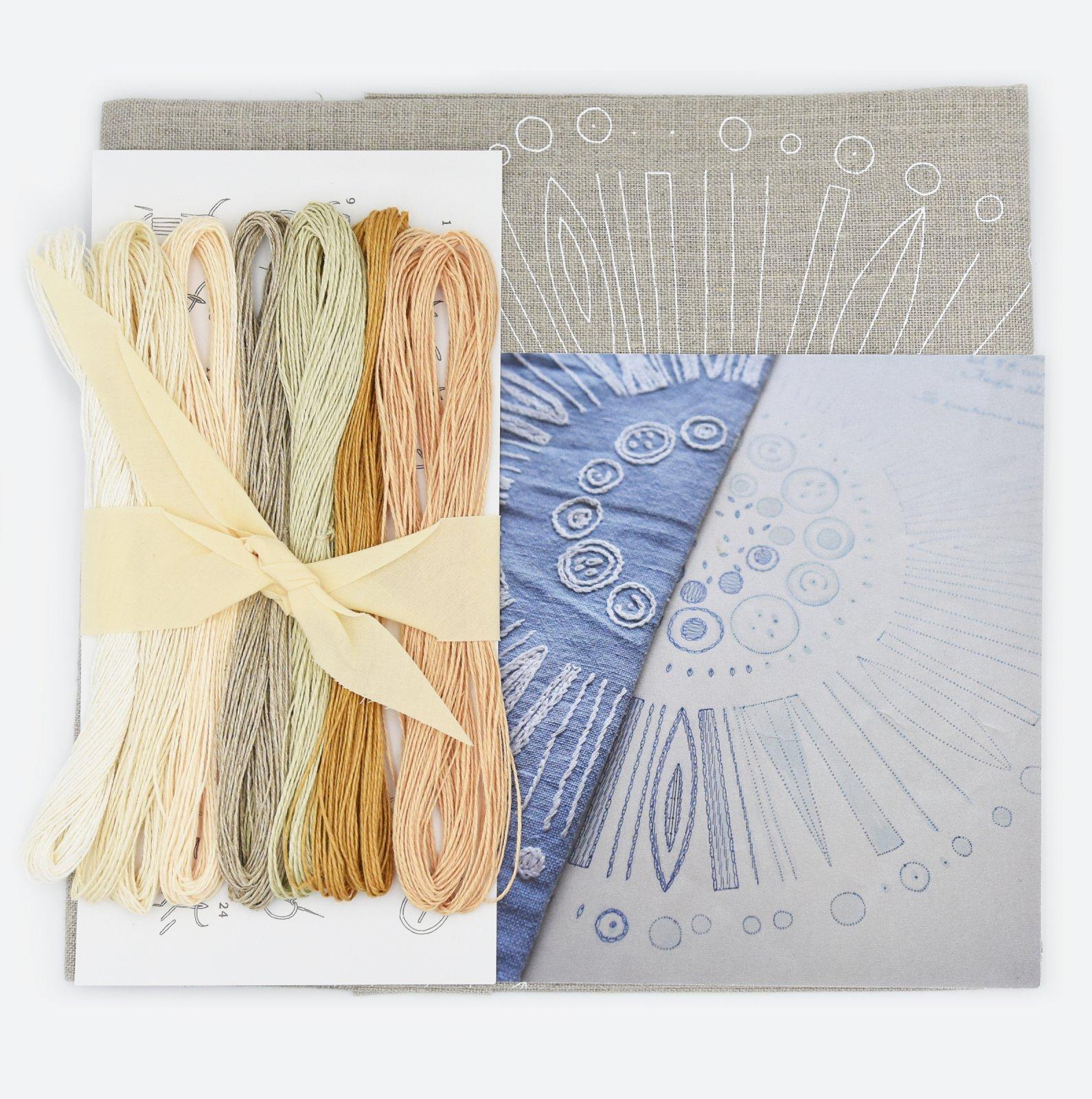 Linladan - Natural Linen Circle - Nordiska print with linen threads