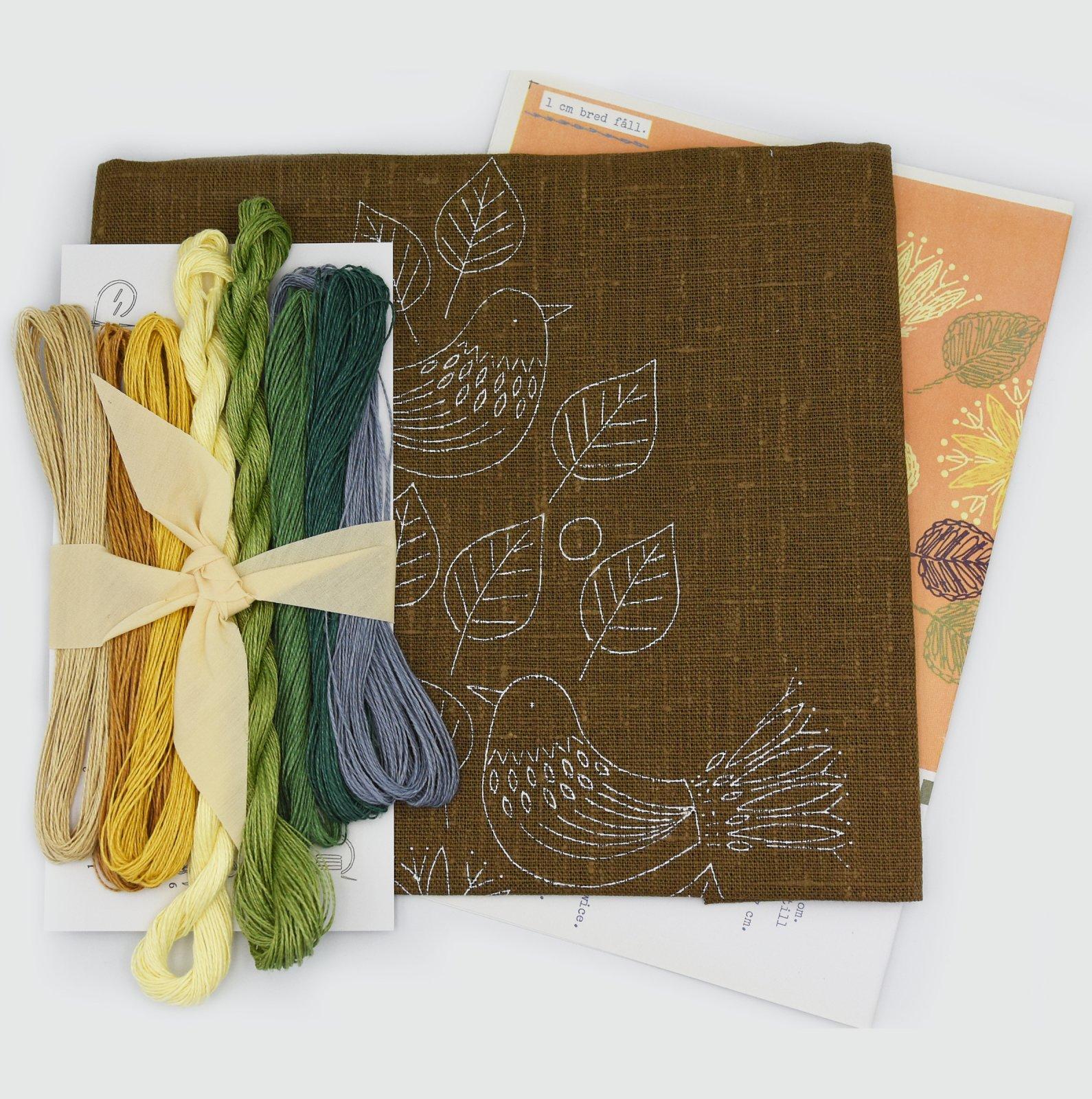 Linladan - Woodland Sparrows - Nordiska print with linen threads