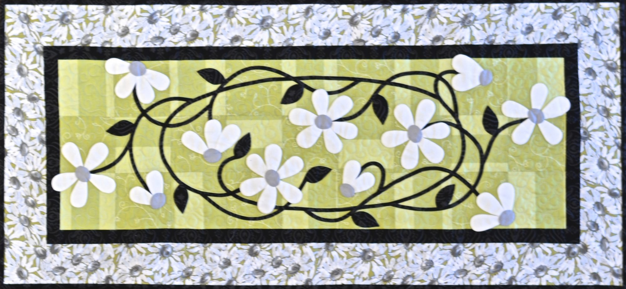 Tangled Daisies Table Runner Pattern