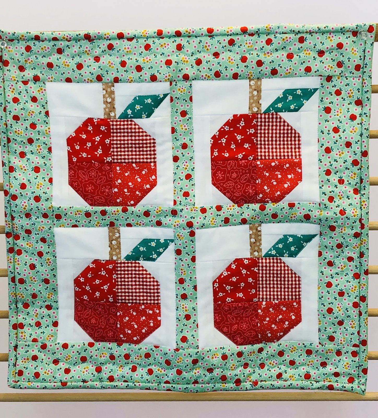 September Monthly Mini Quilt  Free Pattern