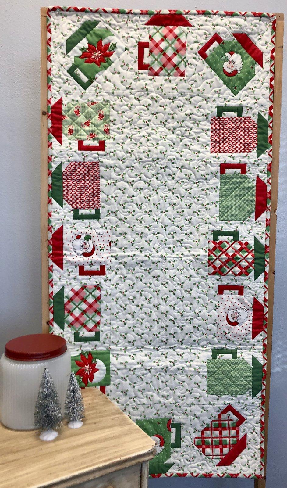 Santa Mugs Table Runner Kit