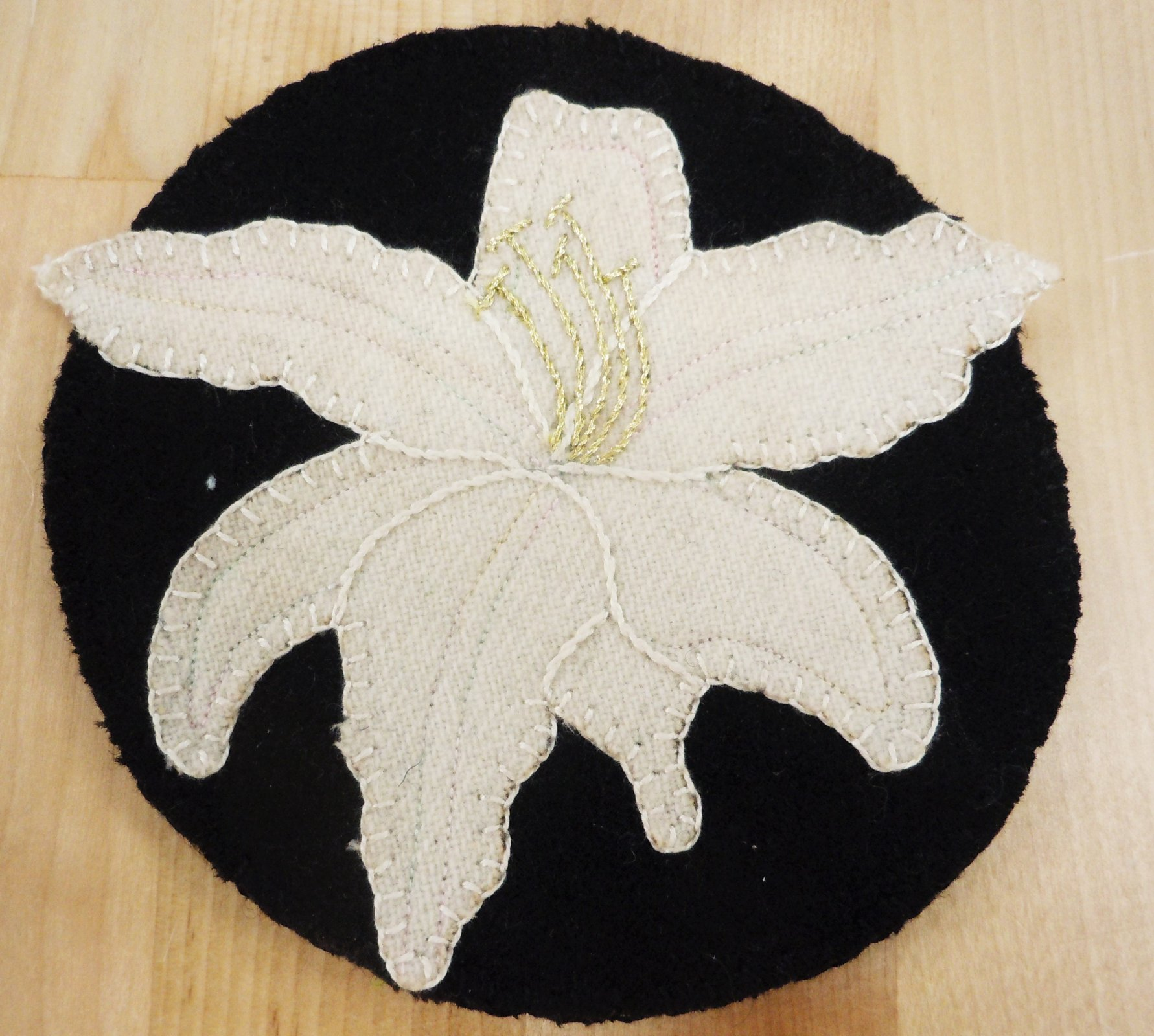 Kit-Wool Flower Mug Rug Easter Lily