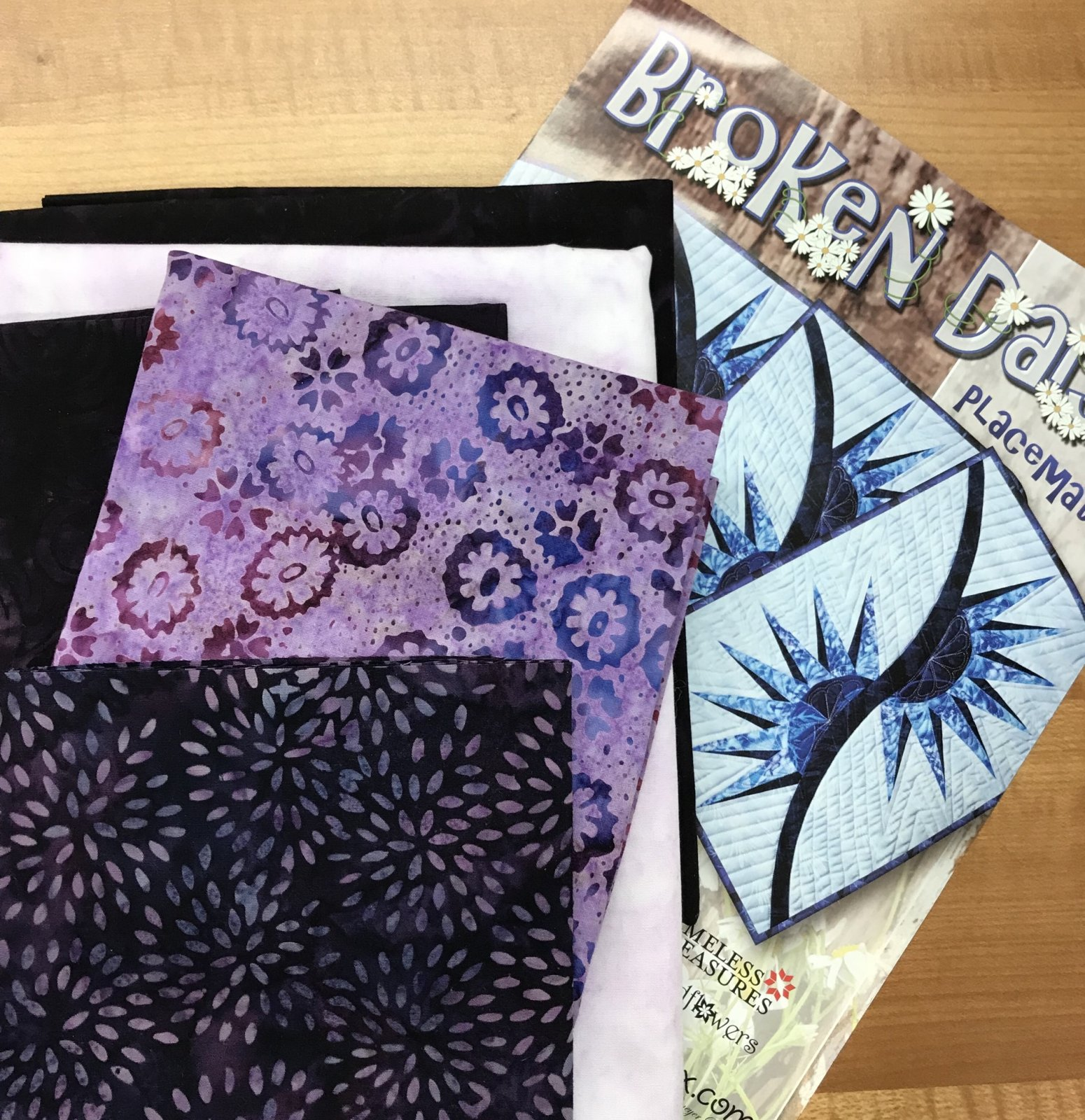 Broken Daisy Placemats Kit- multiple color ways