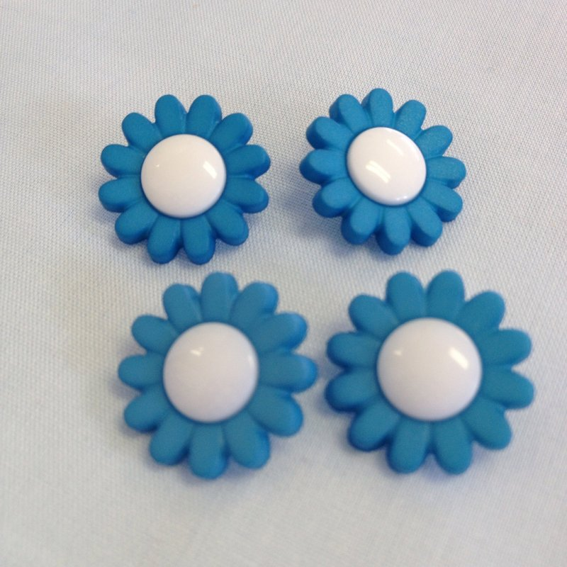 Button blue flower with white center 34 53333 mightylinksfo