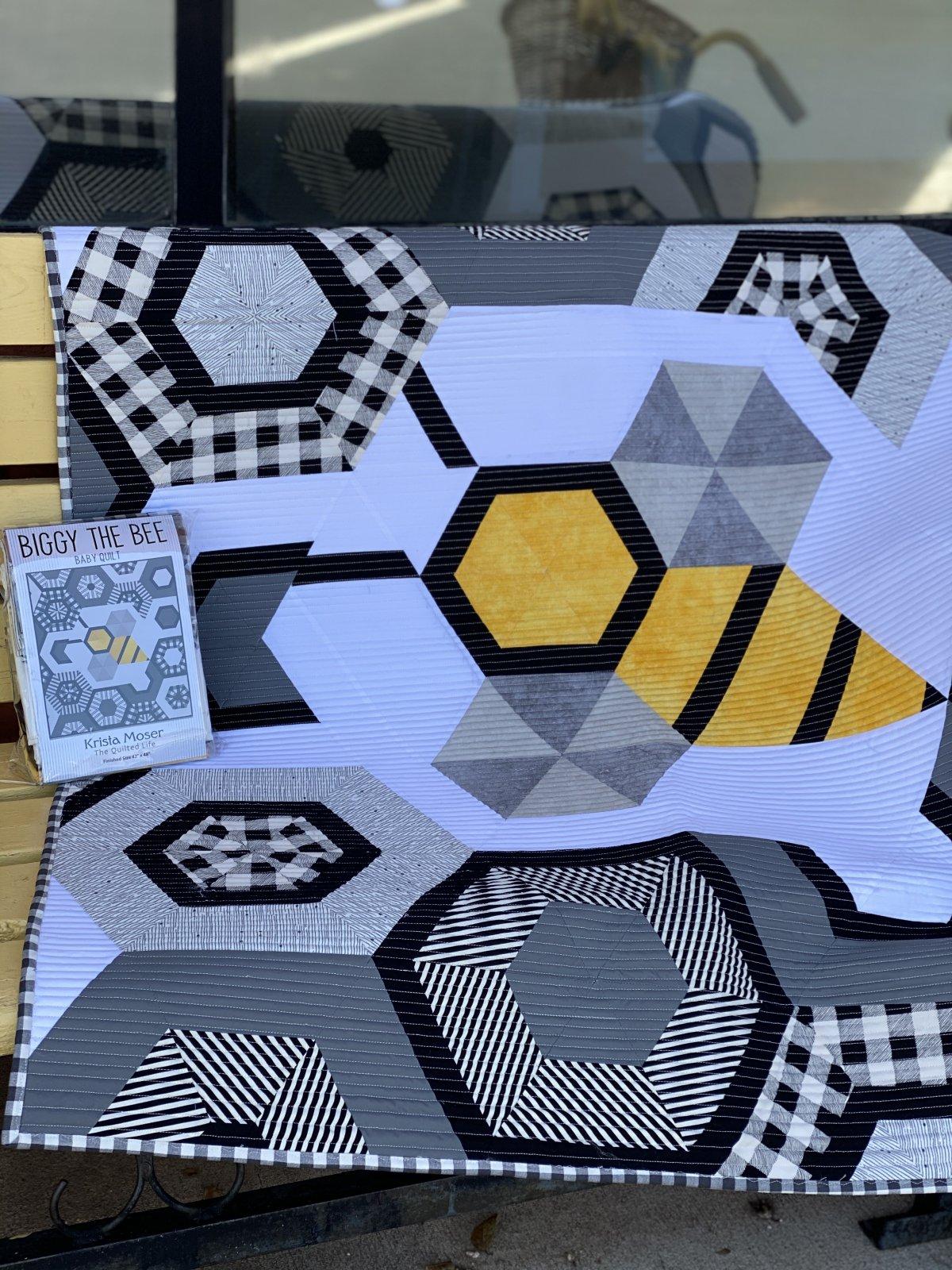 Biggy The Bee Baby quilt kit