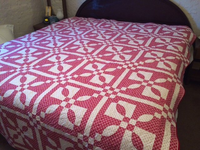 QUILT - Red & White Traditional 85 x 100