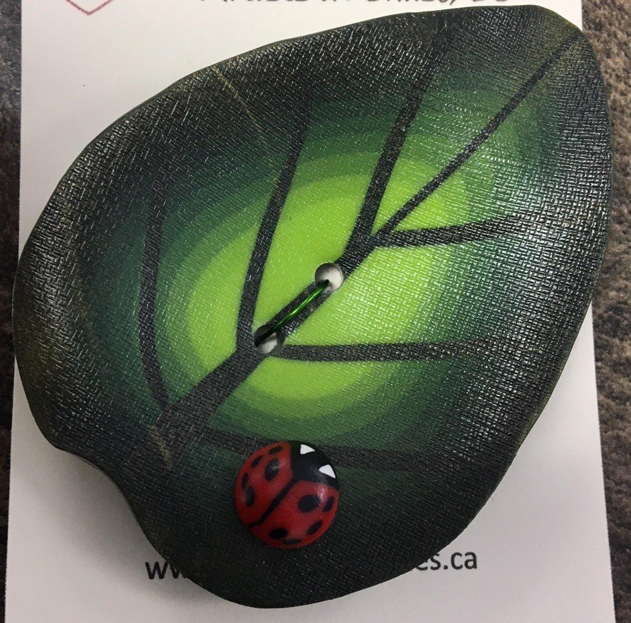 Leaf with Ladybug Olive lime