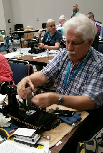 Nova's Singer Featherweight 221 Maintenance Workshop