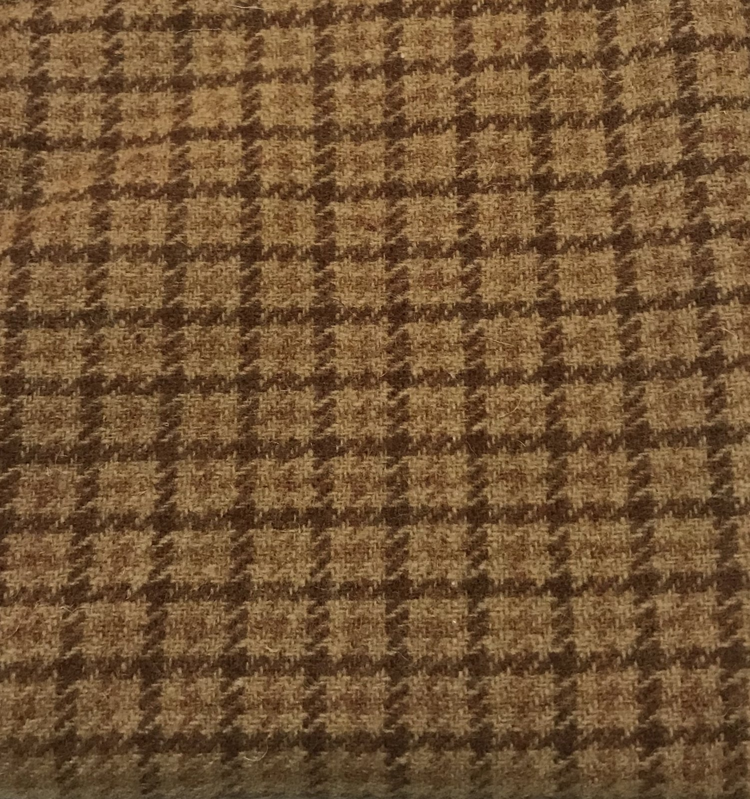 Awesome Amber 18 X 21 100% Wool