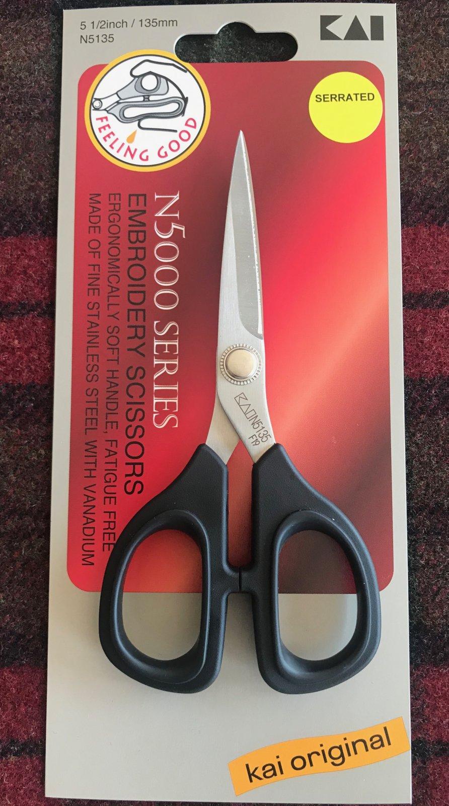 Kai Embroidery Scissors 5.5 Serrated Straight Blade