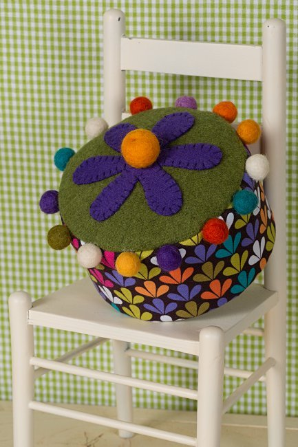 Daisy Hat Box Pincushion <br> By Waltzing With Bears