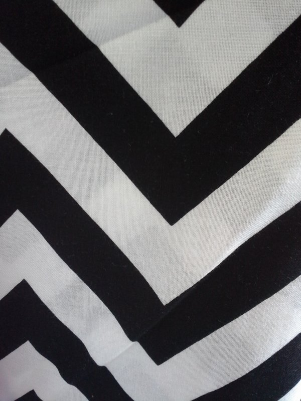 Chevron (Half Moon Modern Black) (F2102)