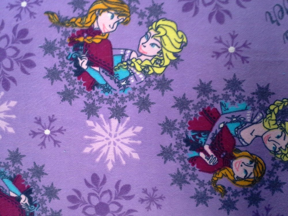 Disney Frozen - Sisters Ice Skating Snowflake (Purple) (F2115)