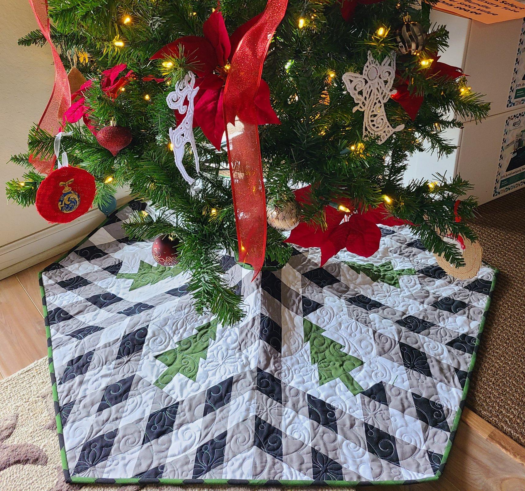 Buffalo Lodge Tree Skirt Kit 41 x 48