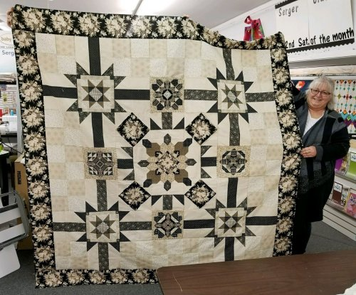 Lynn with Vintage Onyx quilt