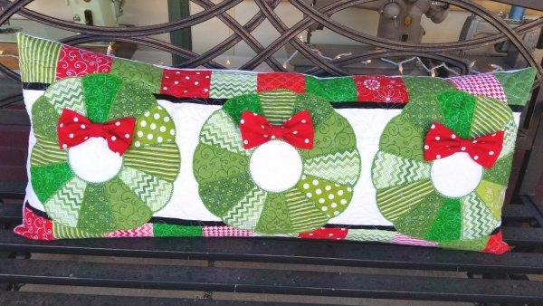 deck the halls bench pillow