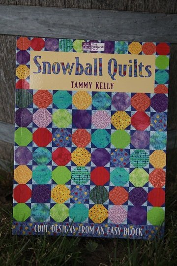 Snowball Quilt by Tammy Kelly
