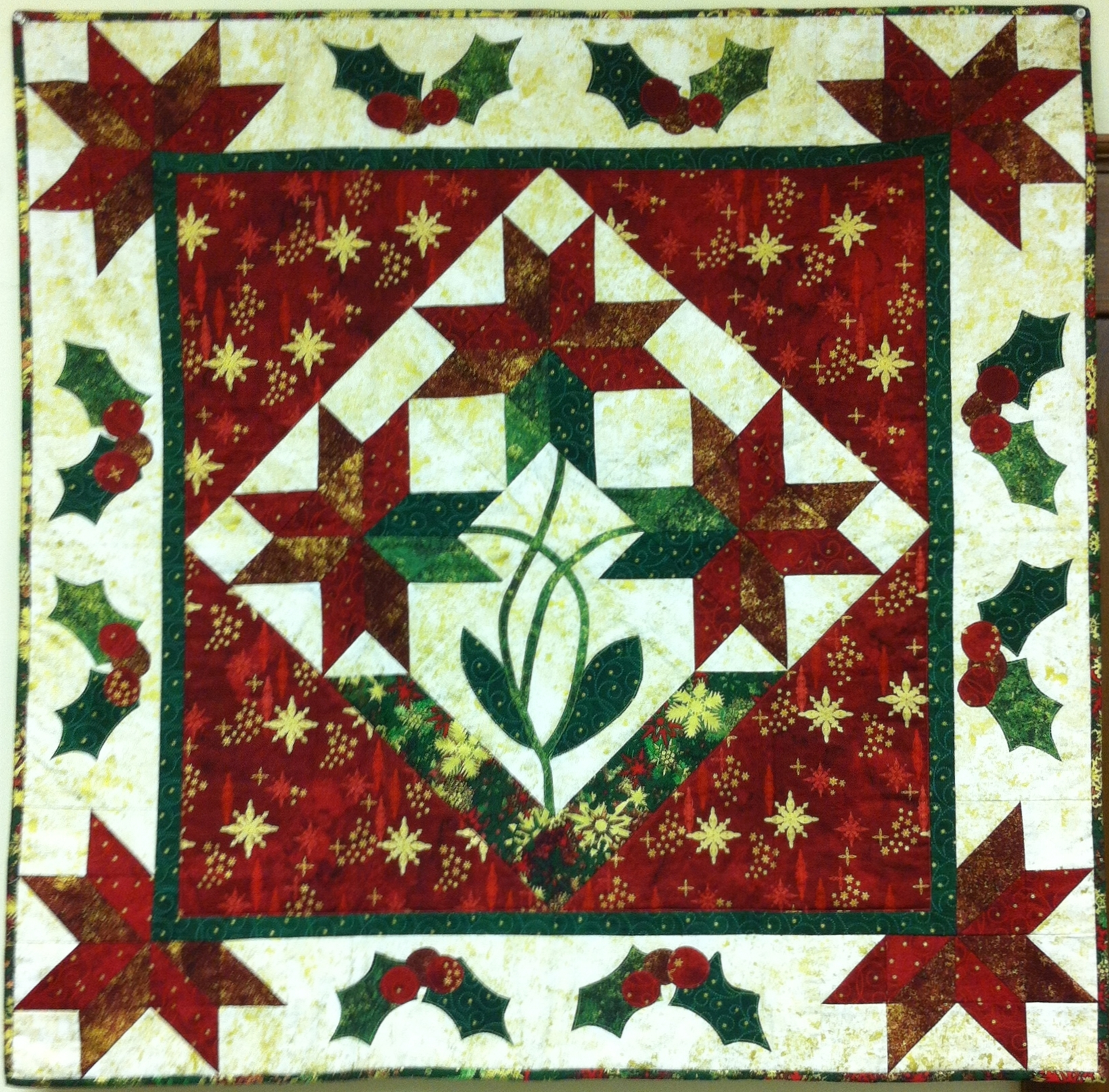 Poinsettia Wall Hanging Quilt