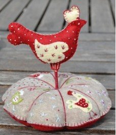 Bird Pincushion (Pique Epingle Poule)