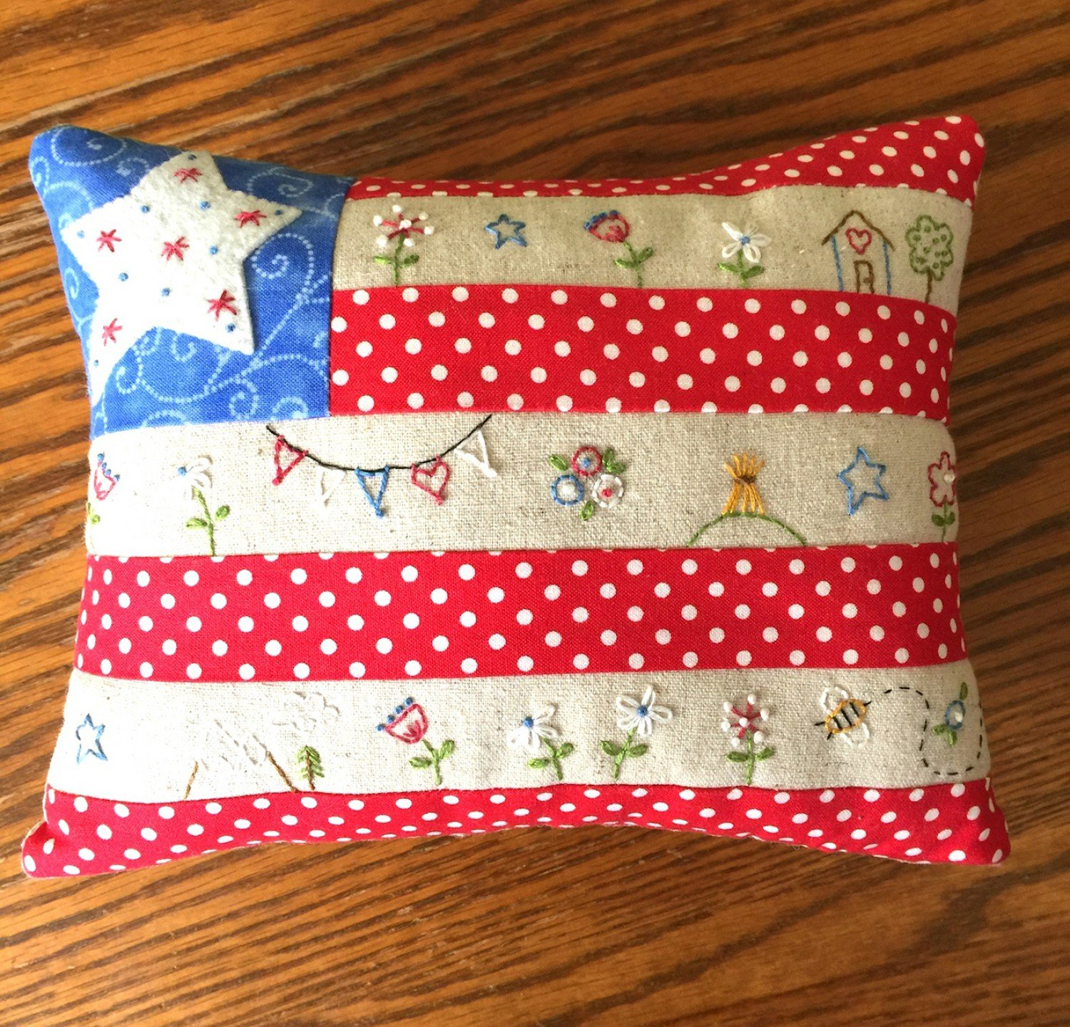 Little Flag Pillow Fabric and Floss Kit