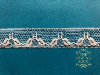 French White Edging - Intertwining Leaves 5/8 Wide