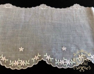 Swiss White Edging - Soft Pink and Green Flowers - 5 Wide