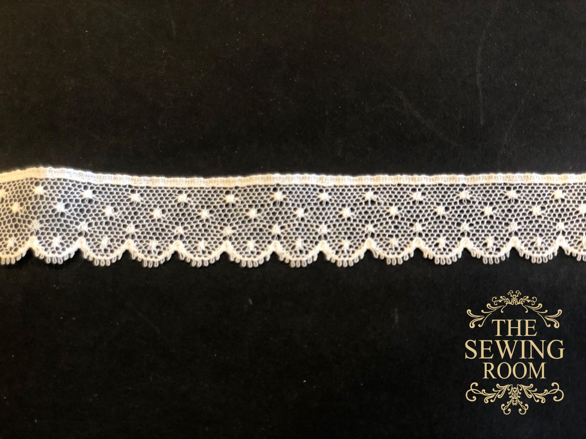 French Ecru Edging - Scallops with Multiple Dots -  3/4 Wide