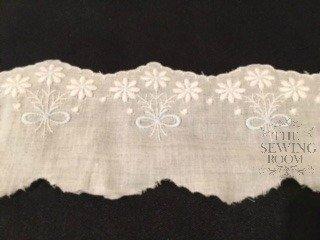 Spanish White Edging - Medium Flowers with Blue Bow