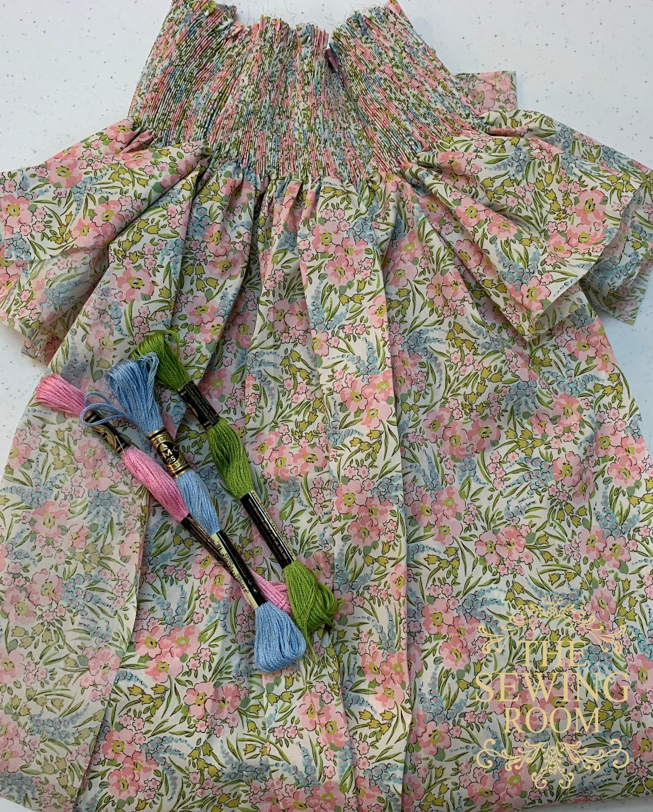 Ready to Smock Bishop w/o Construction - Liberty of London Swirling Petals - 18m