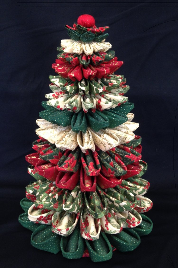 Folded fabric christmas tree for Instructions to make christmas table decorations